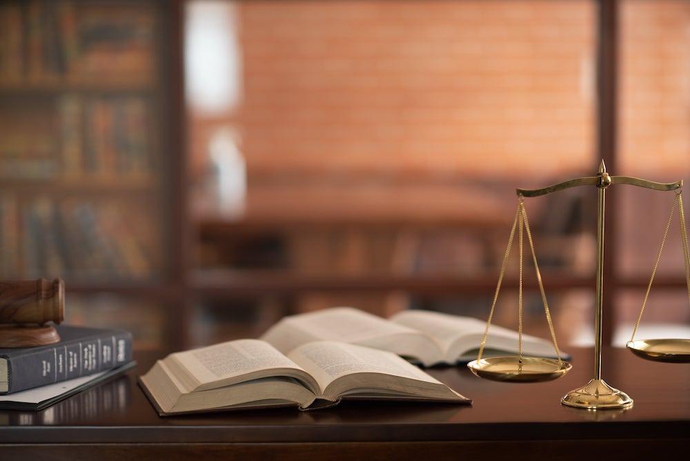 法律と書籍